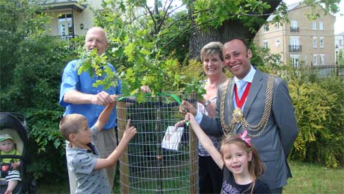 Family of a Friend of Brockwell Park dedicating a tree with the Mayor of Lambeth